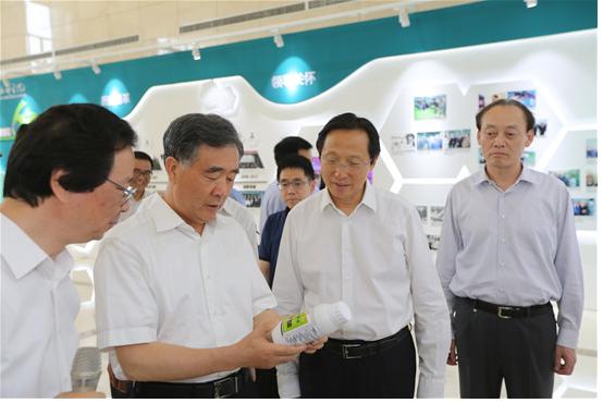 汪洋到中国农业科学院调研时强调:以科技创新引领现代农业发展
