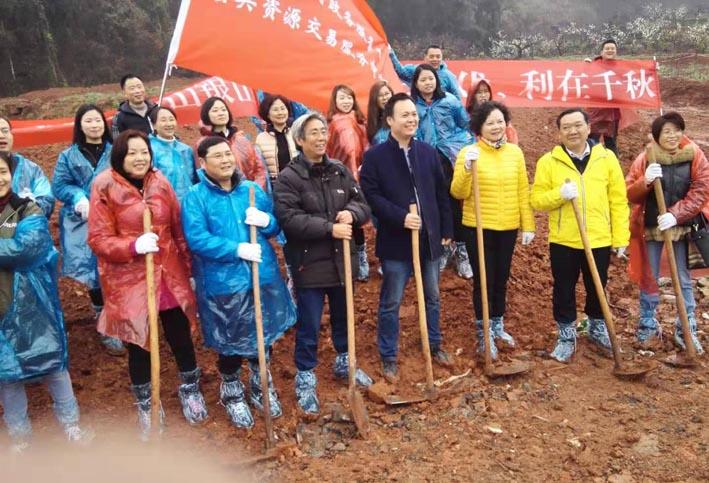 王新卫博士与四川多个省直单位在简阳基地开展植树活动